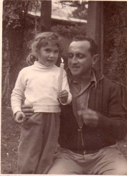 עם אביה, נתן שחם, בחנוכה 1958