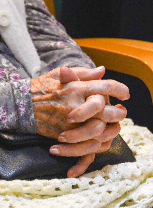 """צילום של חורי מתוך העמוד """"קשישת היום"""". הסיפורים שלו שם לא פחות רגישים ודקי אבחנה"""